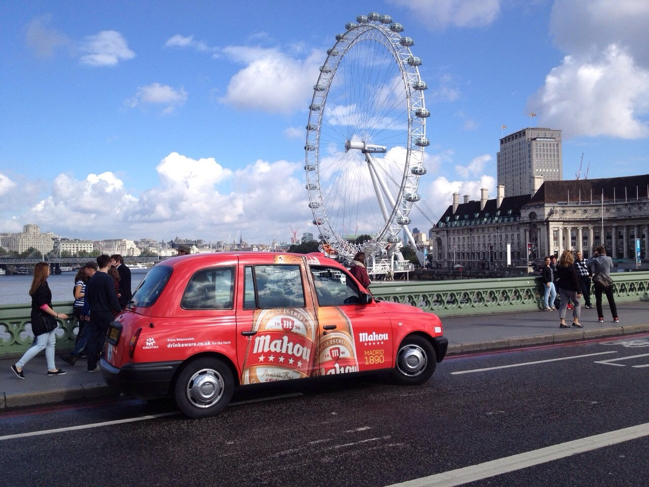 london taxi advertising mahou full livery. Black Bedroom Furniture Sets. Home Design Ideas